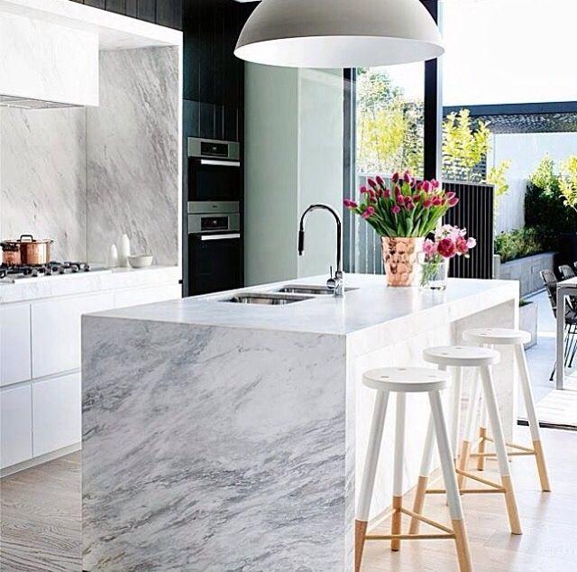 Perfect Calcutta marble kitchen !