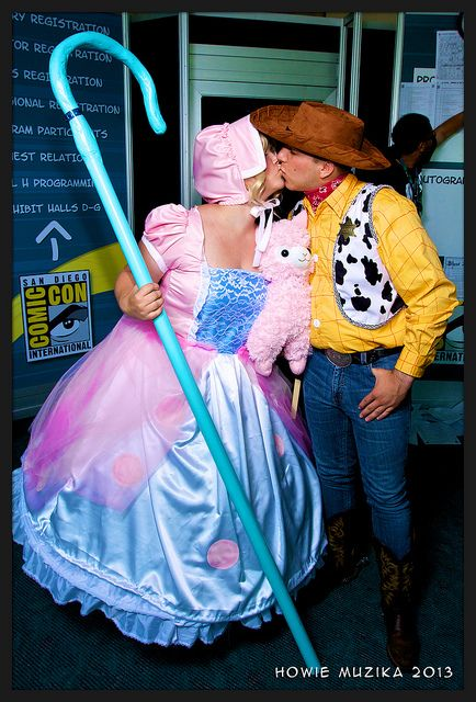 San Diego Comic-Con 2013 - TOY STORY - BO PEEP & SHERIFF WOODY KISS | Flickr - Photo Sharing!