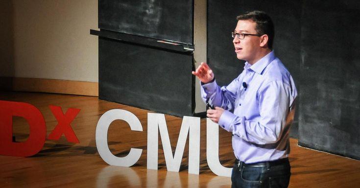 CAPTCHAを作り変え、ユーザ入力で本の文字データ化に貢献できるようにした後、ルイス・フォン・アーンは膨大なインターネットユーザの小さな貢献を結集することで何か大きな目的を達成できるようなものが他にないかと考えました。TEDxCMUで彼は、何百万という人に外国語の学習をしてもらいつつ、ウェブの翻訳を素早く正確にタダでやってもらおうという、野心的な新しいプロジェクトDuolingoの紹介をしています。