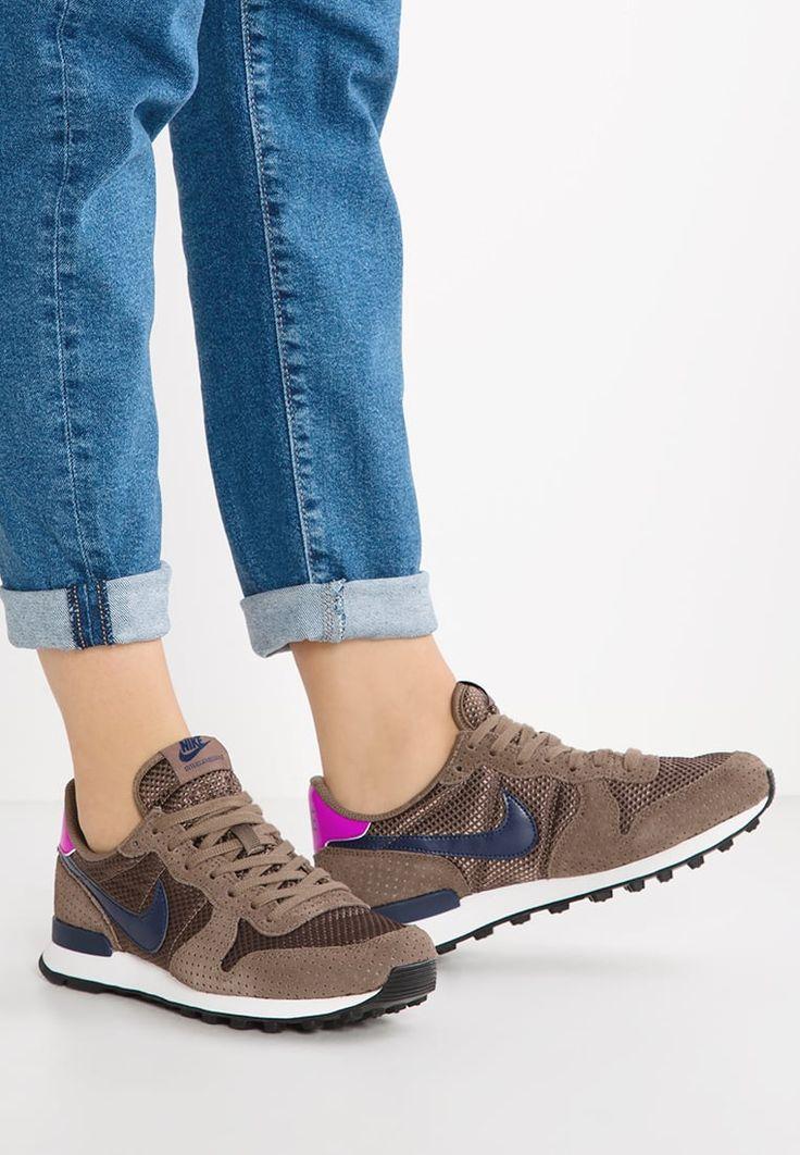 Dames Nike Sportswear INTERNATIONALIST PREMIUM - Sneakers laag - palomino/midnight navy/hyper violet/summit white/black Bruin: 49,95 € Bij Zalando (op 30/12/16). Gratis verzending & retournering, geen minimum bestelwaarde en 100 dagen retourrecht!