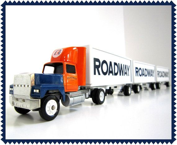 ROADWAY Express SEMI w/ Triple TRAILORS // Winross 1/64 Scale // Three Trailors & Two Dollies // Tractor Trailor Freight Truck Terminal Set