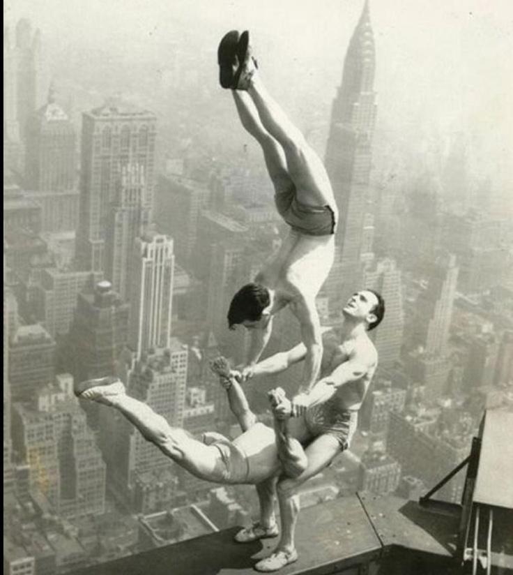 acrobats (-.-)