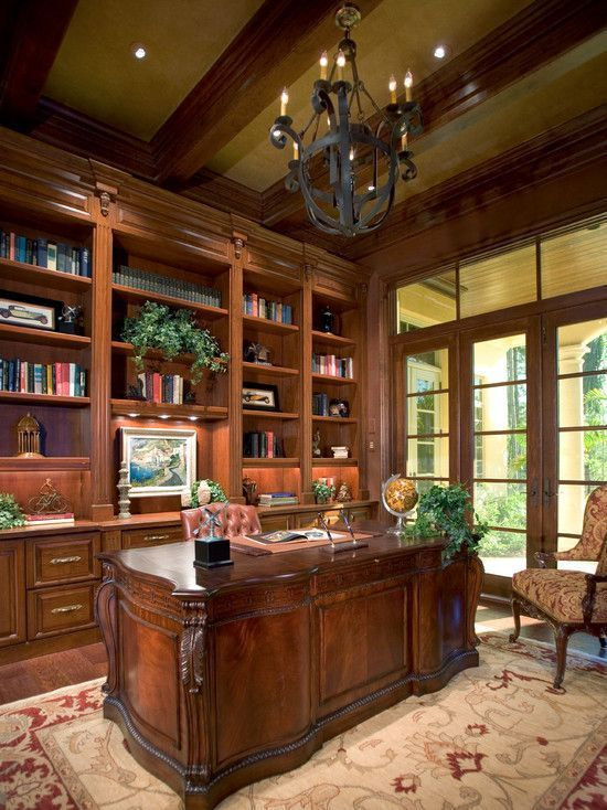 Beautiful traditional home office.  #homeoffices #traditionalhomeoffice homechanneltv.com #Traditionalhomeoffices