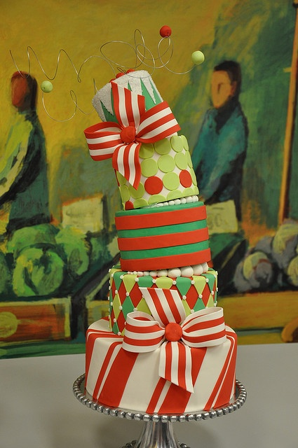 cake decorating inspiration ... Christmas cake in Christmas colors ... luv the big striped bows ...