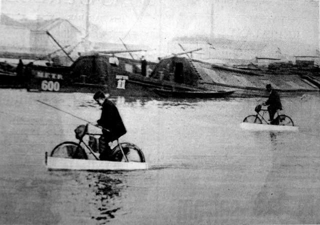 Szárazon és vízen járó bicikli - Forrás: huszadikszazad.hu