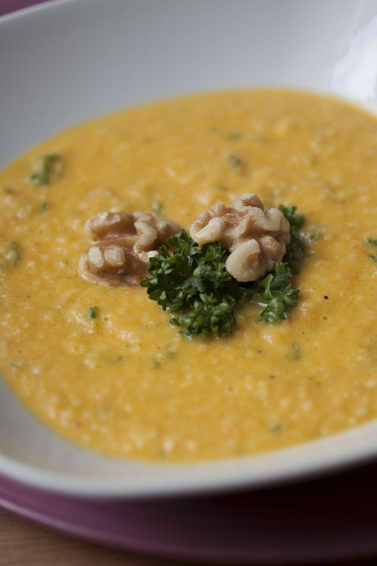 Lecker, leckerer, Couscous: Mein Lieblingsgericht landet heute in einer Suppe. Die Möhren-Couscous-Suppe ist das perfekte Comfort Food.
