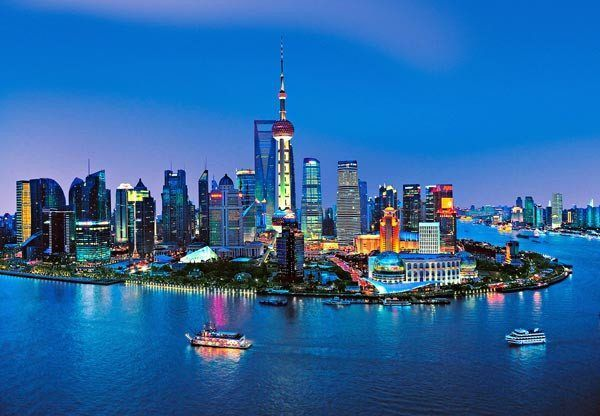 Befitting of the World's most populated city, the Shanghai skyline seems to stretch on forever. This gorgeous mural depicts the Chinese city at night, with a breathtaking perspective that includes the