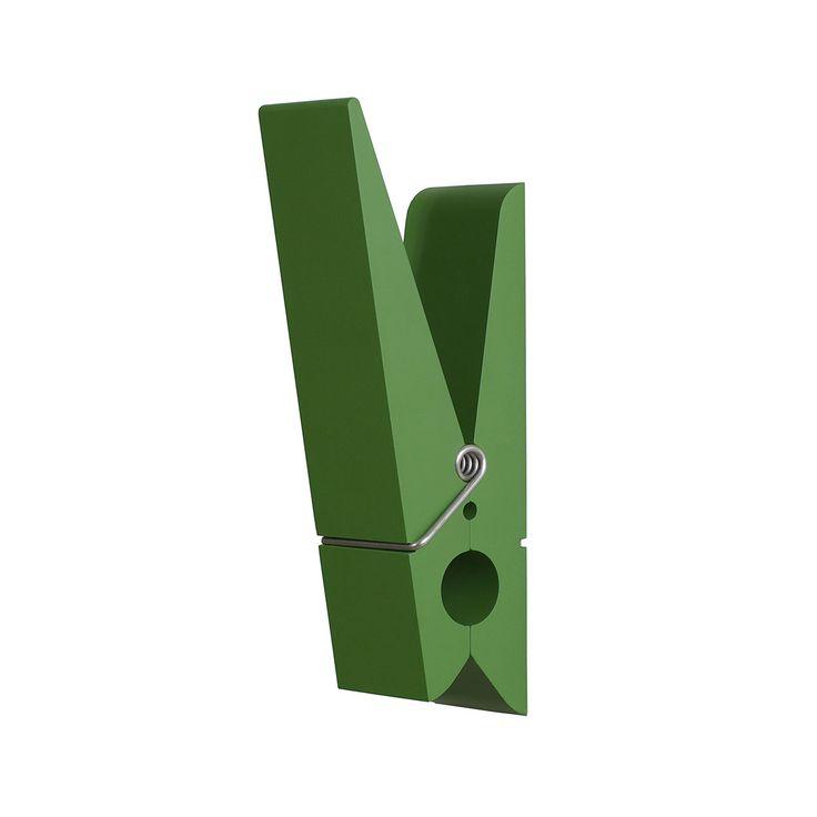 Il design si unisce alla funzionalita' con le enormi mollette PINCE ALORS! Ideali per appendere gli indumenti in qualsiasi punto della casa dando cosi' un tocco essenziale di originalita'. Disponibili in sei colori di tendenza, possono essere utilizzate anche all'esterno in quanto resistenti all'acqua.Peso sostenuto 3 Kg