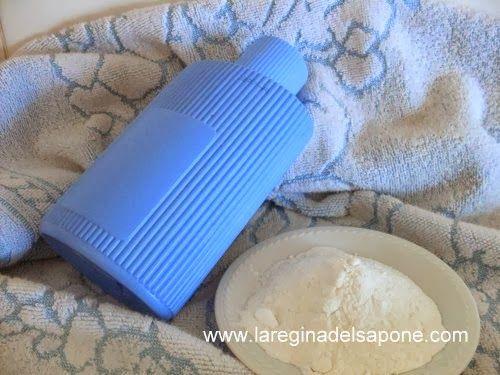 POLVERE PER PIEDI E SCARPE  Ingredienti:  (per 100 g di polvere)   80 g amido di mais o di riso  10 g bicarbonato di sodio  10 g argilla ...