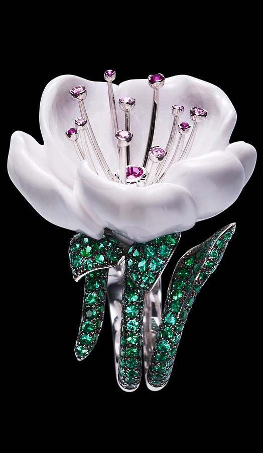 Piaget Limelight Garden Party ring in 18K white gold, set with flower shaped white chalcedony (approx. 28.92 ct), 258 brilliant-cut emeralds (approx. 4.41 ct), one brilliant-cut rubellite (approx. 0.15 ct), 4 brilliant-cut pink sapphires (approx. 0.07 ct), and 7 brilliant-cut diamonds (approx. 0.17 ct).