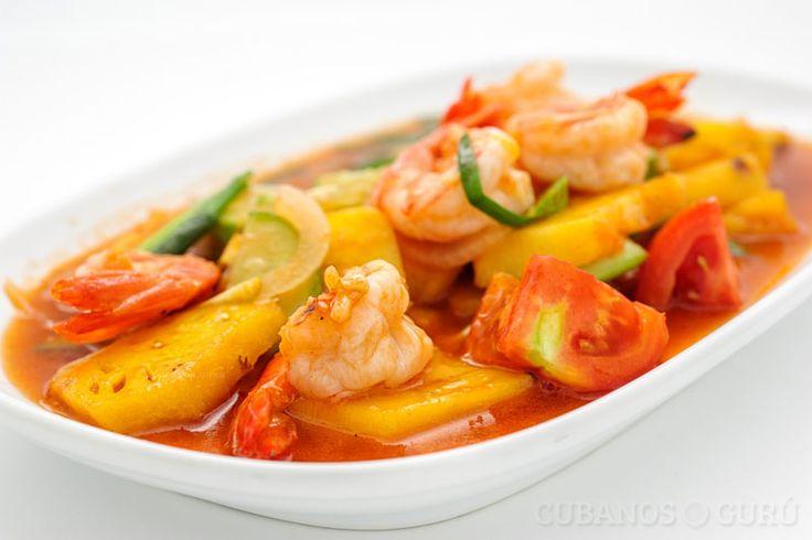 A los cubanos también nos gustan mucho los mariscos; para ayudarte a tener una receta diferente, te traemos la receta de Camarones glaseados con piña y papas.