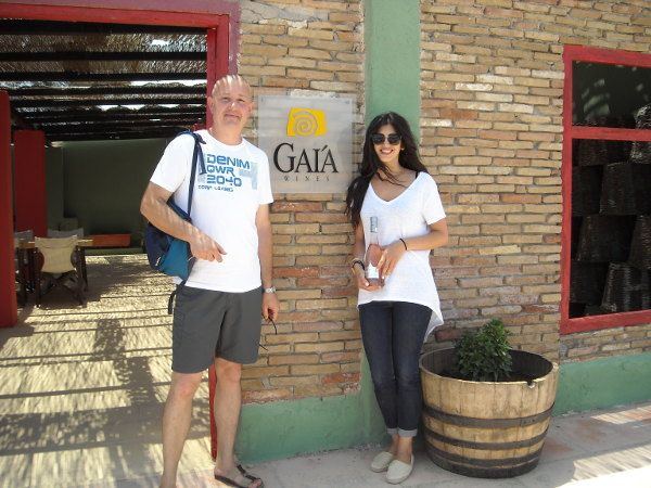 Pentru acest vin de desert cei de la crama Gaia (din Santorini) folosesc struguri din soiul Assyrtiko, dar şi cantităţi foarte mici din varietăţile Athiri