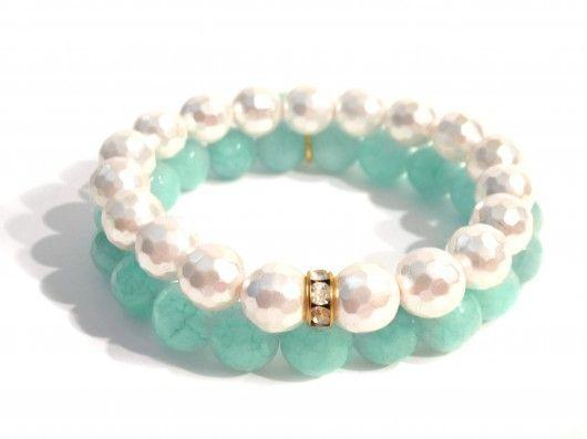 Handmade Bracelet - white faceted natural pearl and mint green faceted jade beads.   Find us on: www.labonita.co   order: labonita.bizu@gmail.com