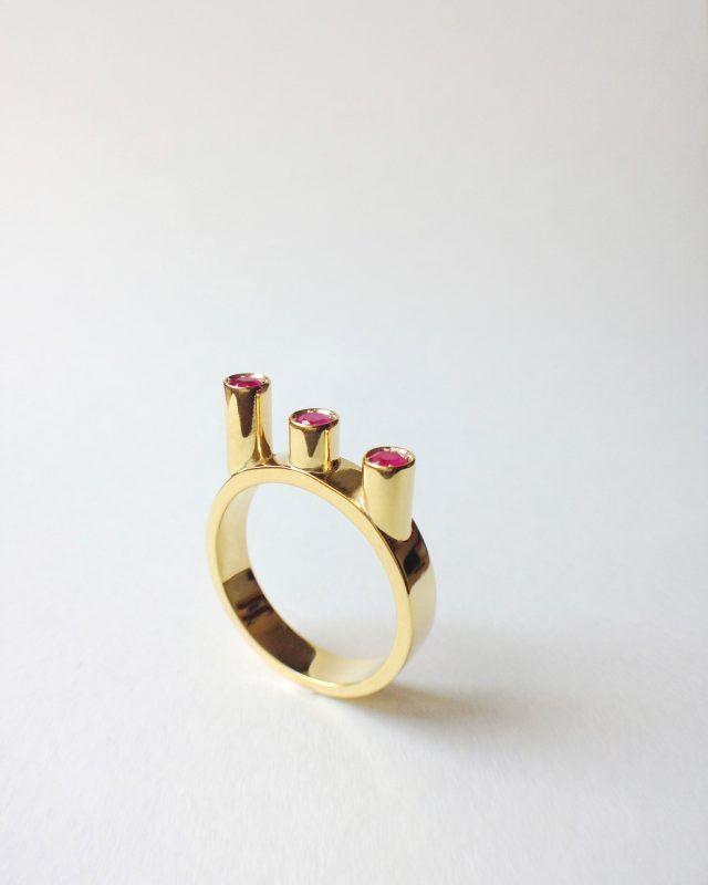 CIRCLE RING. Geometric Obsession Jewelry Collection #oro #gold #rubies #anello #architecturaljewelry #finejewelry #ring #rubini #ruby #gioielli #jewels #jewel #jewelry SHOP www.danielacoppolino.com