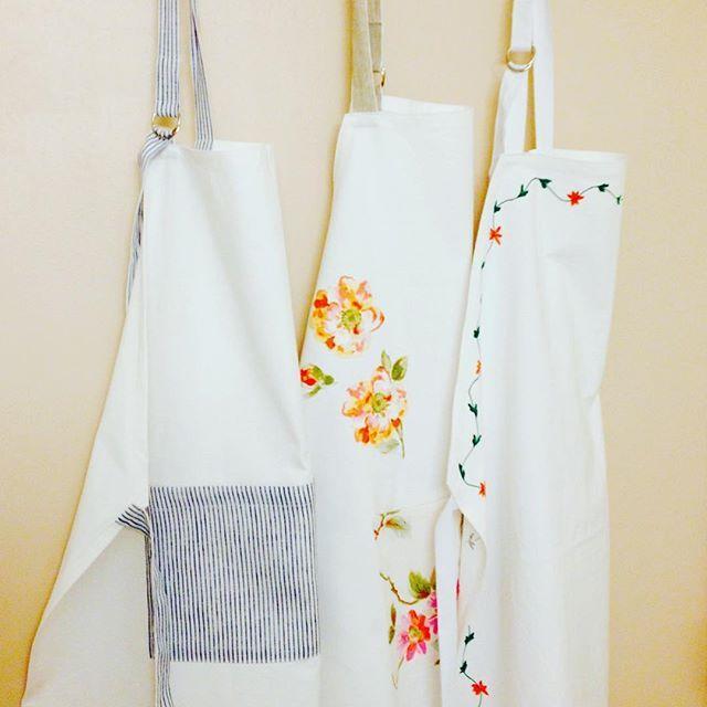 #recycler un vieux drap dans des #jolistabliers. Ça donne envie de se mettre tout de suite à cuisiner ! #recycled #tabliers #springiscoming #menagedeprintemps #inspiration #faitmain