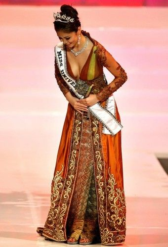Riyo Mori - Miss Universe from Japan in Kebaya