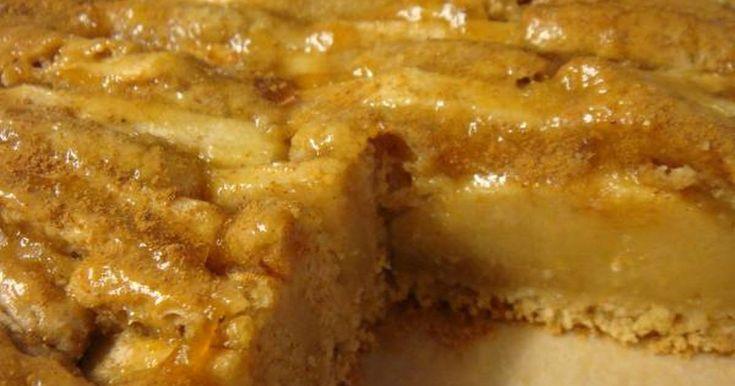 Εξαιρετική συνταγή για Η μηλόπιτα της υγείας. Μια πολύ νόστιμη και εμφανίσιμη μηλόπιτα, και πολύ υγιεινή! Λίγα μυστικά ακόμα Αν δεν σας αρέσει το αλεύρι ολικής αλέσεως και η καστανή ζάχαρη, μπορείτε να τα αντικαταστήσετε με τα αντίστοιχα λευκά προϊόντα. Προσωπικά, σε πολλές συνταγές αντικαθιστώ μέρος από το λευκό αλεύρι με αλεύρι ολικής αλέσεως. Τα γλυκά γίνονται έτσι πιο υγιεινά, και τα παίρνω ακόμα και ως σνακ στο γραφείο!...