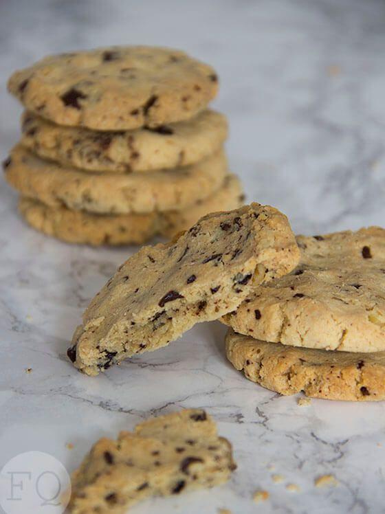 Deze overheerlijke amandelmeel chocolate chip cookies zijn helemaal paleo. Goedgekeurd door een kritisch testpanel :)