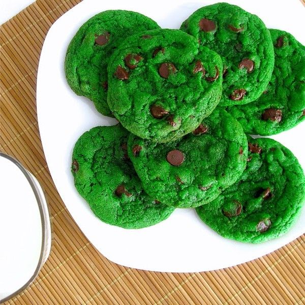 how to make super-green mint chocolate chip cookies