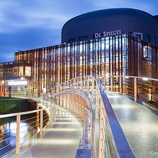 Theater de Spiegel #ig_holland #holland_lovers #theater #holland_photolovers #insta #loves_holland #dutch_connextion #ig_discover #ig_reflections #reflection #blue hour @kijkzwolle @zwollehanzestad @zwolleontour @bijhartjezwolle