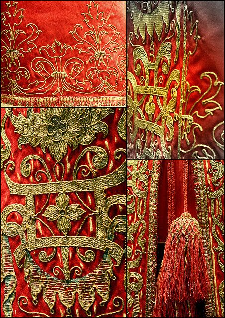 ~ Intricate Detail Of Embroidered Cloak Using Gold Metallic & Silk Threads ~ (17th Century) Victoria & Albert Museum