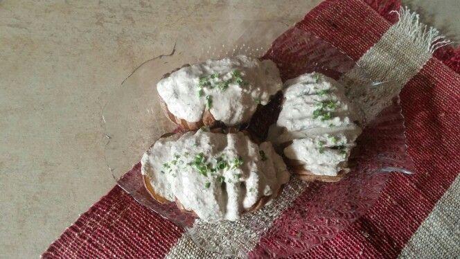 Cartofi copți cu sos de nuci