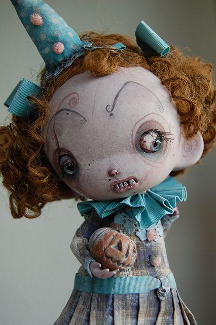 Amo estas bonecas assustadoras.