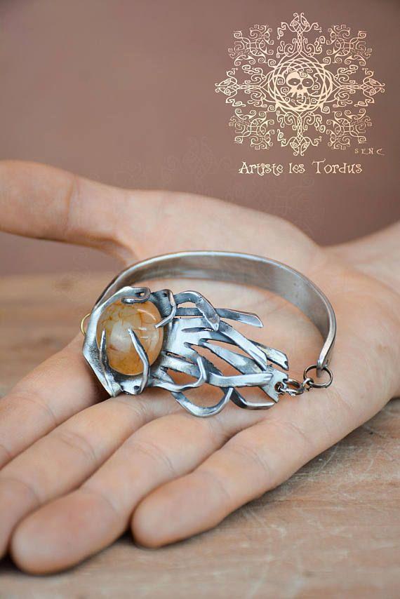 Bracelet balais de sorciere  avec pierre de cornaline 1