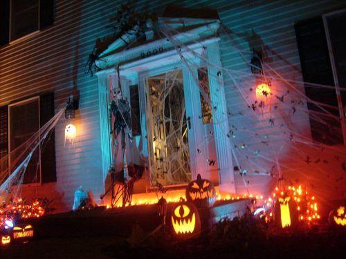 admit it great halloween yard displays make you feel all warm inside 24 photos