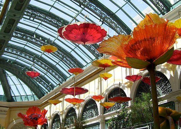 Umbrella exhibit at the BellagioBellagio Hotels, Bellagio Vegas Gardens, Vegas Umbrellas Parasol, Art Installations, Bellagio Las Vegas, Umbrellas Art, Umbrella Art, Paper Parasol, Vegas Umbrellasparasol