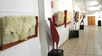 Museo etnológico y Centro de interprestación de arte rupestre. Se muestran vestidos, ornamentos, utensilios de labranza... con los que se intenta recrear la vida de sus antepasados. Contiene una exposición permanente de arte rupestre de La Vall d'Ebo.