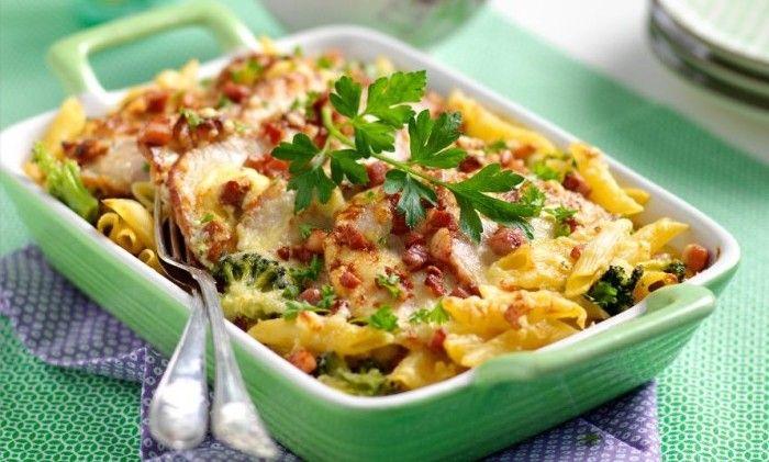Lättlagad gratäng med bacon, pasta och ädelost. Uppskattas av både stora och små. Skjuts in i ugnen, så enkelt och gott!