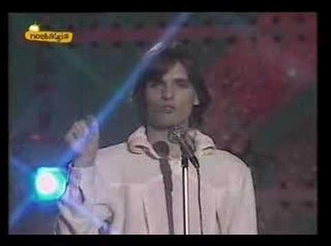Miguel Bose - Morir de amor  --> el pasito http://www.youtube.com/watch?v=lNHVmpy0qgM=youtu.be=1m16s