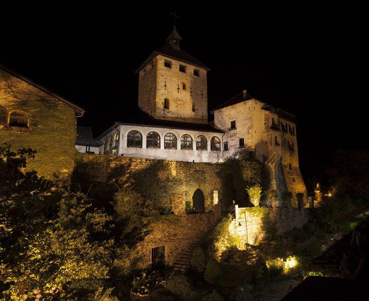 Matrimonio in un castello, il fascino del medioevo in un castello intatto
