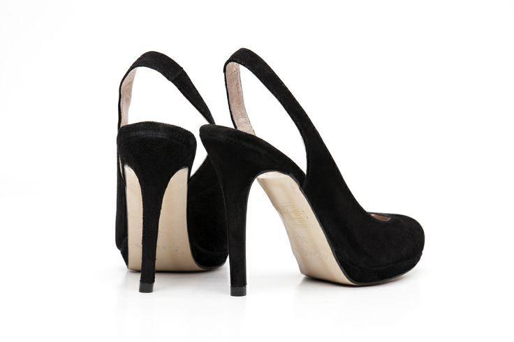 Pantofi eleganti pentru femei realizati exclusiv din piele. Pantofii Marian sunt extrem de rafinati avand toc stiletto.