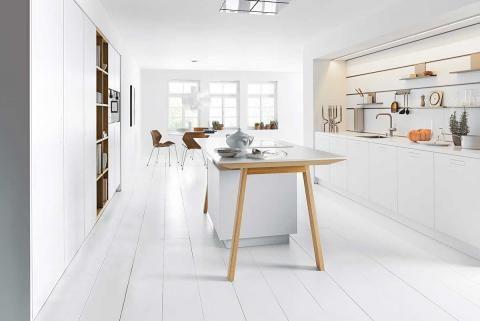 """Kochtisch statt Kochinsel: Dieser gehört zur Küche """"NX 800"""" von Next."""