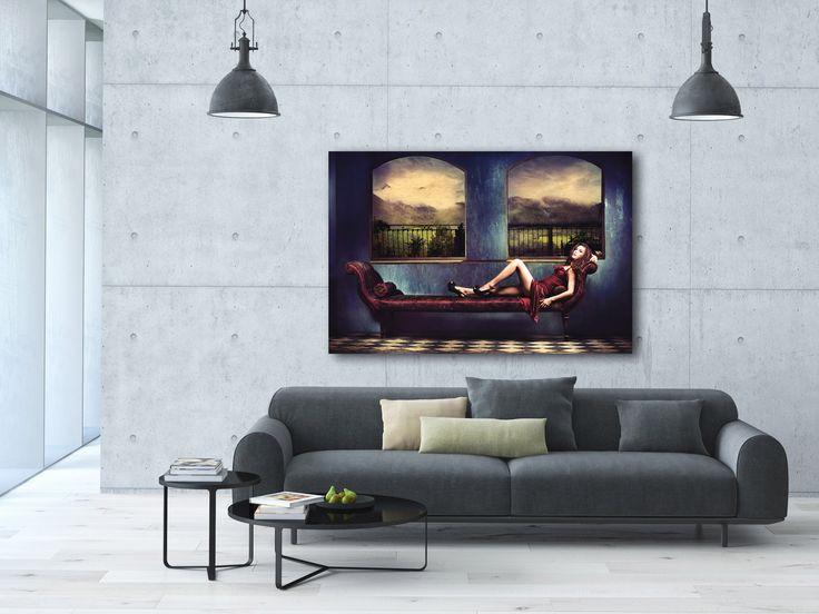 De prachtige blauwe tinten in dit schilderij geven een sprookjesachtige look. Heerlijk wegdromend kan dit schilderij aan je wand hangen. Het schilderij heeft warme tinten en past perfect in een landelijke setting. Maar juist in een moderne setting kan het ook helemaal tot haar recht komen.