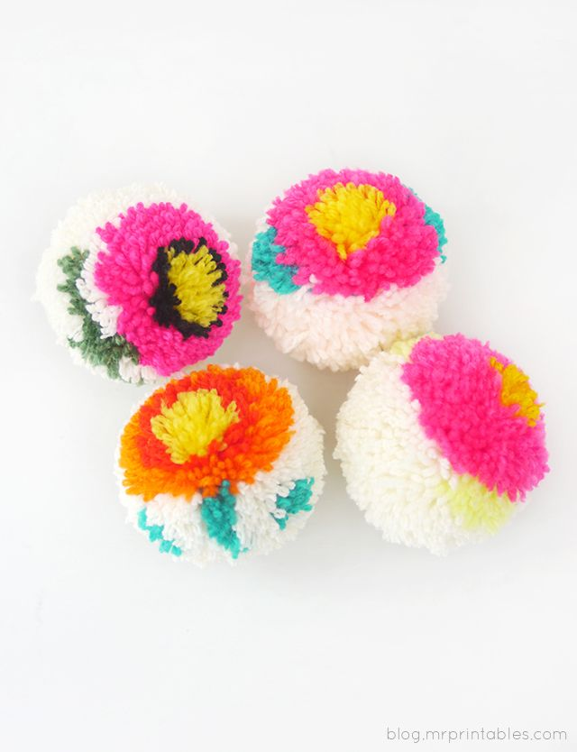 DIY Flower Pompoms from Mr. Printables