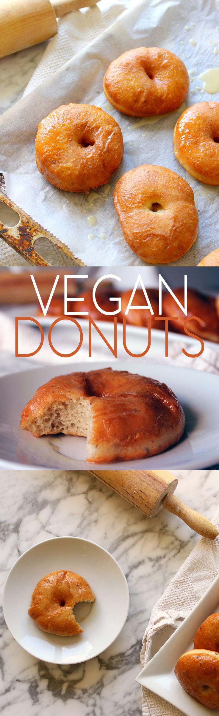 VEGAN DONUTS MET VANILLE GLAZUUR RECEPT! Deze vegan donuts zijn net zo lekker, zo niet lekkerder dan het origineel. Ze zijn licht, luchtig en hebben een goeie bite. Vanille glazuur maakt het af!
