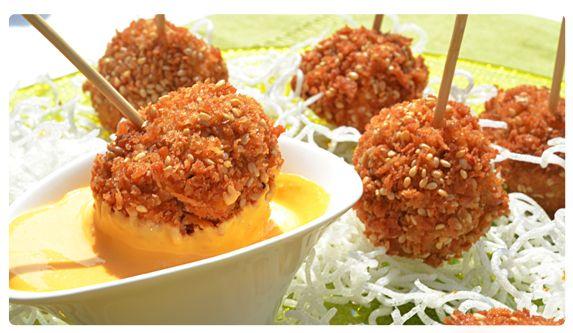Deliciosa receta de pinchos de pollo con ajonjolí, ideal para preparar entre semana y sorprender a toda tu familia.