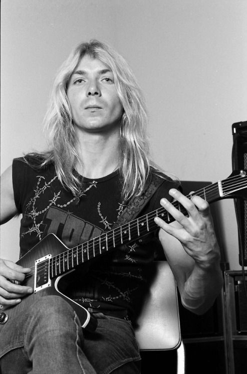 syn-back-in-black:Dave Murray In 1982(Iron Maiden)