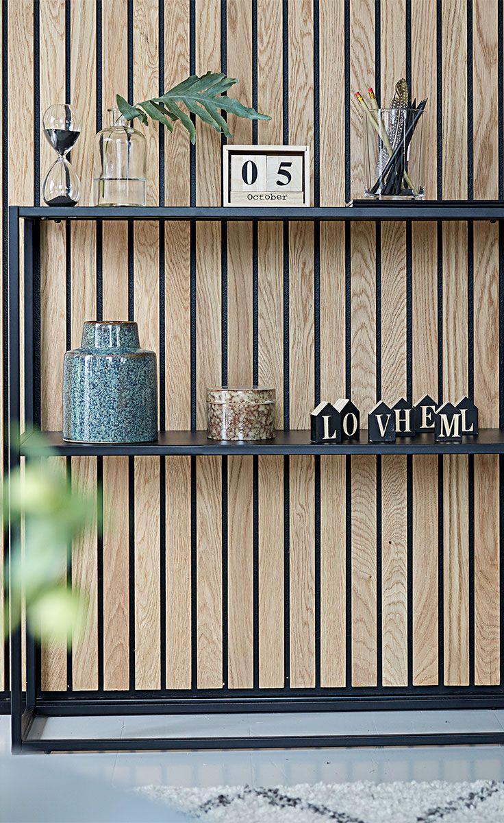 Tilføj dit eget præg til VIRUM reolen med eksempelvis GUNDERSEN timeglas, CADDY vasen eller andet, du lige har lyst til.