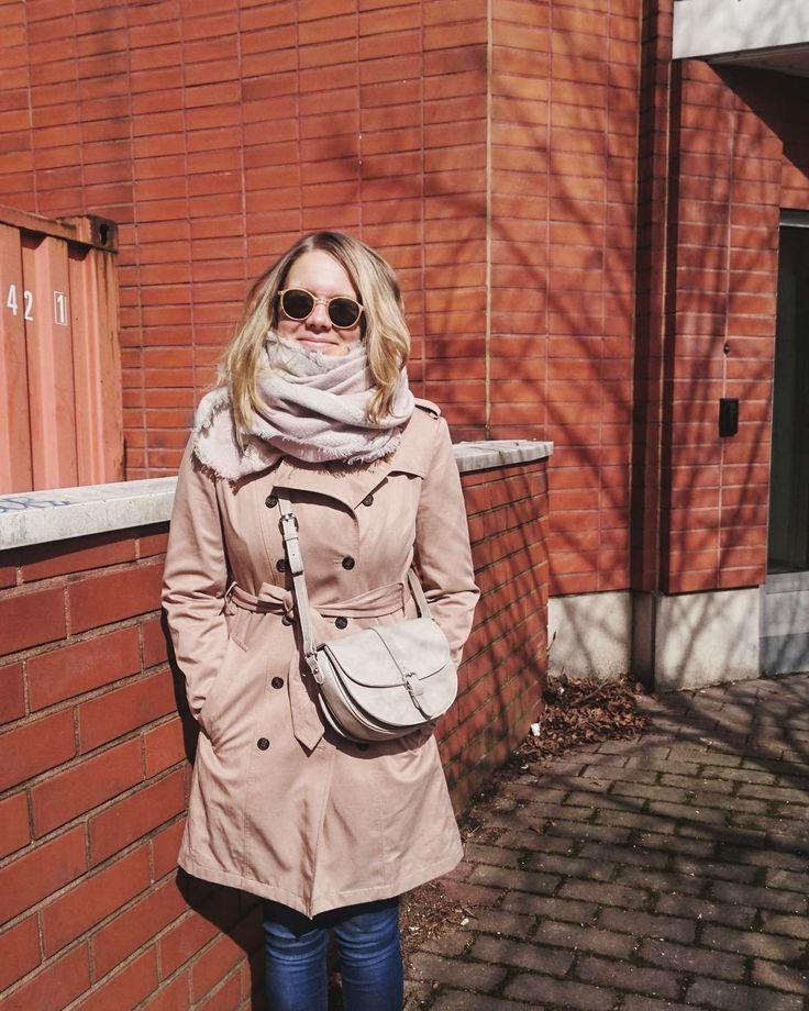 Spring fashion 2017. Trench coat by Tommy Hilfiger, grey cross-body bag by David Jones.