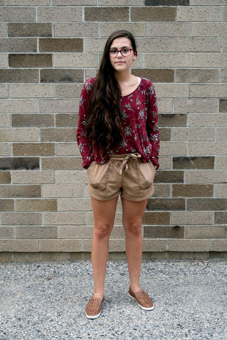 Looks on Campus: Brianna - Assumption College. Nothing but good vibes from Brianna's earthy look.