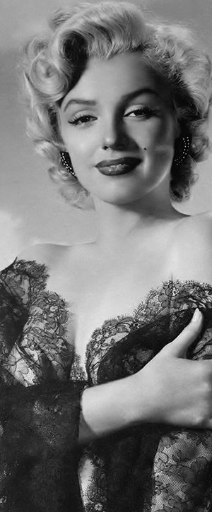 Iconic image of the Hollywood actress and sex symbol Marilyn Monroe …