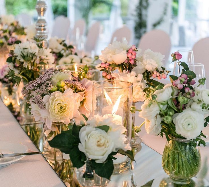 Elegant and sparkle #tablesetting for our wedding in #capri // A mirror table runner is always a good idea! All eyes on the centerpiece #flowerarrangement #hochzeitsdeko #hochzeitsplaner #hochzeitsplanerhamburg #hochzeitsplanerbremen #hochzeitsplanerberlin #hochzeitsplanermallorca #tischdeko #hochzeitsblog #hochzeitsblogger #weddingblog #weddingblogger #grün#weiß Flowers: @capriflor_domenico_ruggiero Pictures: @udaniello Venue: @quisisanacapri Weddingplanning: @fine_weddings