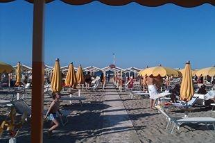 #Riccione, Bagno 105, vacanza letteraria! Autori #self, mare e divertimento. http://www.riccionebookfestival.it/