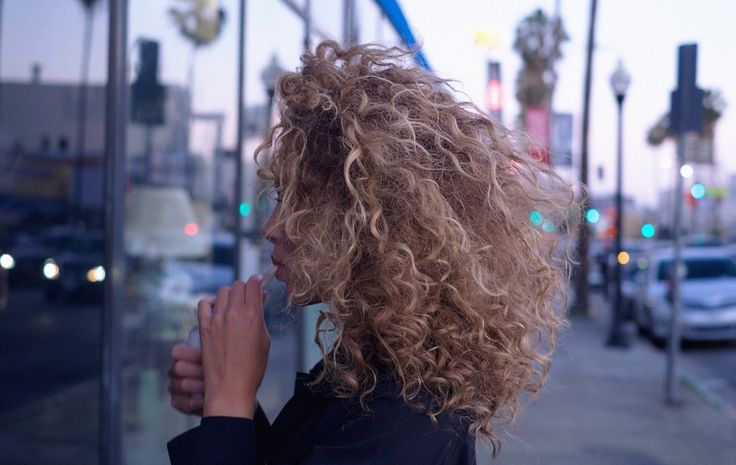 In love with these blonde curls