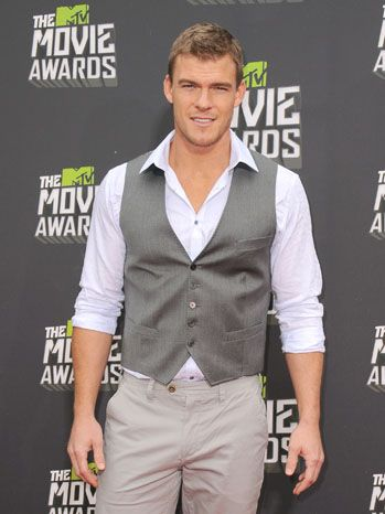 Alan Ritchson - Google Search