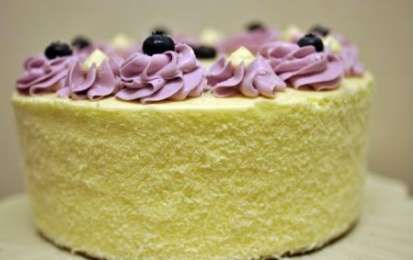 Torta con i mirtilli - Ecco la ricetta per preparare la torta con i mirtilli, una deliziosa torta di compleanno che potete fare in casa con un pochino di pazienza, provatela anche voi, vedrete che sarà divertente crearla tutta con le vostre mani.